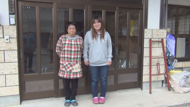 Ayako Sato et Emi  Aoki, mère et fille à Naraha