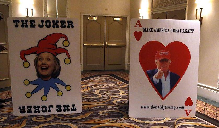 Pancarte satirique d'Hillary Clinton aux côtés de Donald Trump 23 Fev 2016