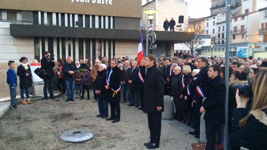 Un moment de silence a été observé devant le monument aux morts