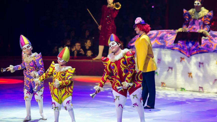Le cirque défile aujourd'hui à Paris