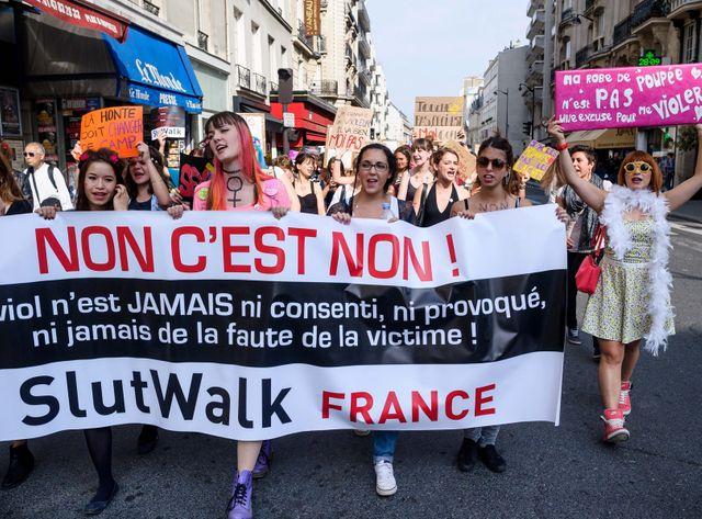 Le mouvement de lutte feministe ne au Canada SLUTWALK, en francais Marche des Salopes, defile dans les rues de Paris pour denonc