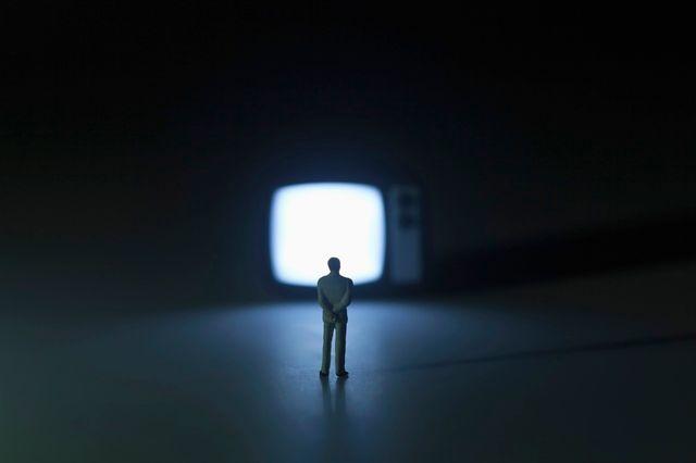 Et si on éteignait notre téléviseur ? C'est le conseil du jour de notre chroniqueuse télé.