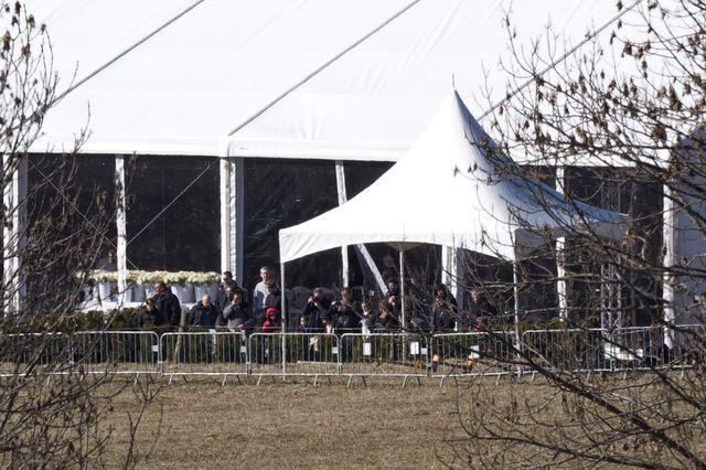 Les familles arrivent au Vernet pour les cérémonies