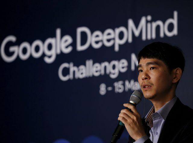 Le champion du monde de go, le sud-coréen Lee Sedol doit affronter un programme d'intelligence artificielle fabriqué par Google