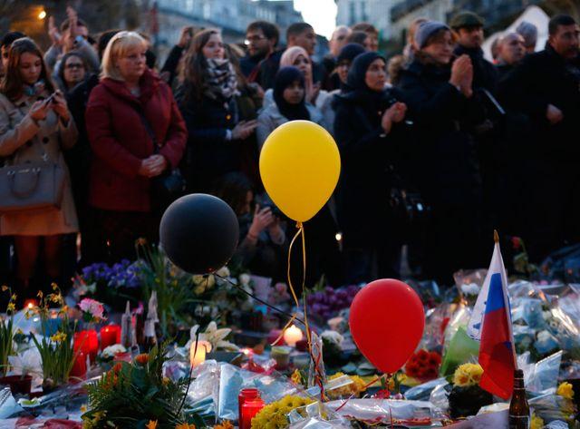 Rassemblement Place de la Bourse à Bruxelles en hommage aux victimes des attentats de mardi