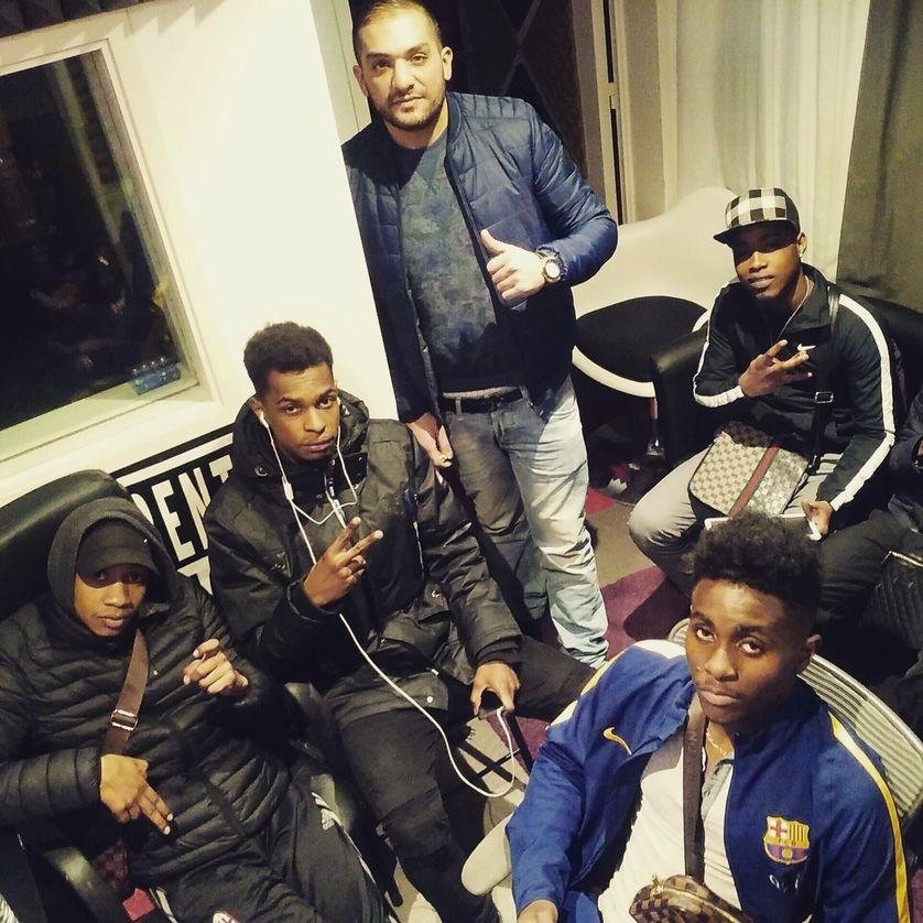 Sofiane et les jeunes rappeurs de Maurepas