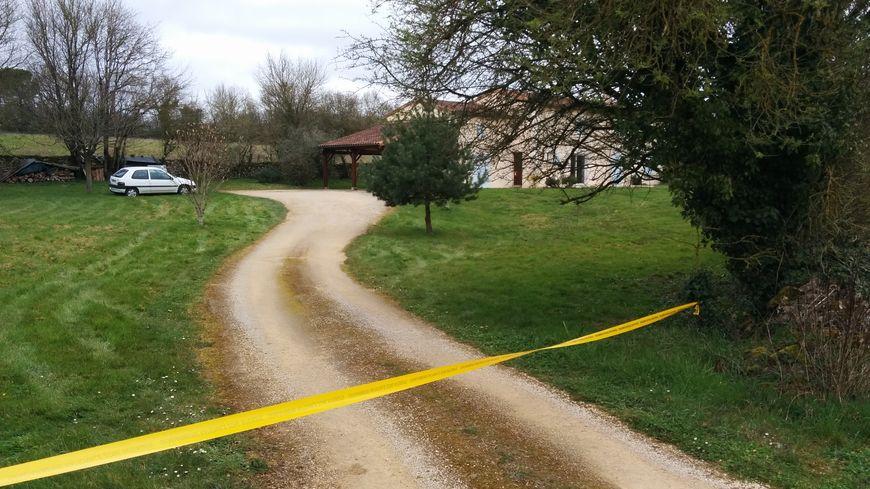 La femme de 55 ans a été retrouvée morte au domicile familial.