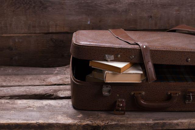 L'exil, un livre à la main