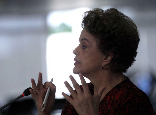 Dilma Rousseff en conférence de presse le 16 mars tente de justifier la nomination de Lula dans son gouvernement