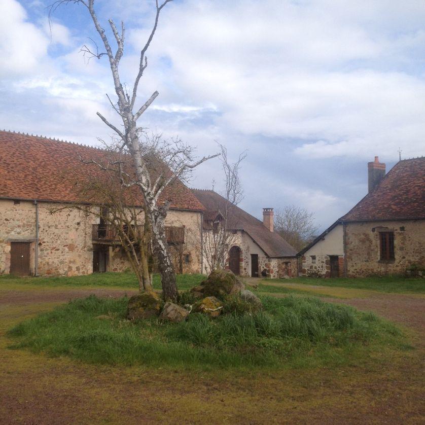 Dans la campagne bourbonnaise, la compagnie Footsbarn