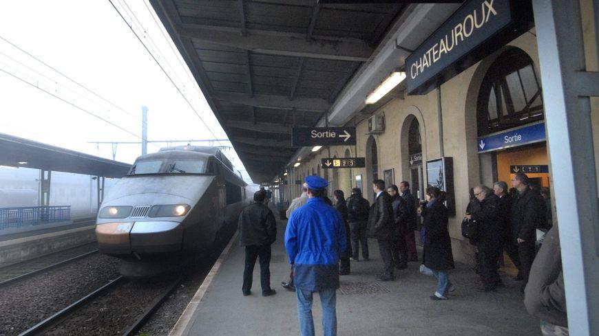 Le TGV Brive-Lille lors de son inauguration en gare de Châteauroux en 2008