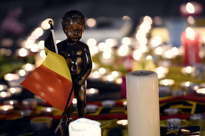 Hommage dans le centre de Bruxelles après les attentats du 22 mars 2016.