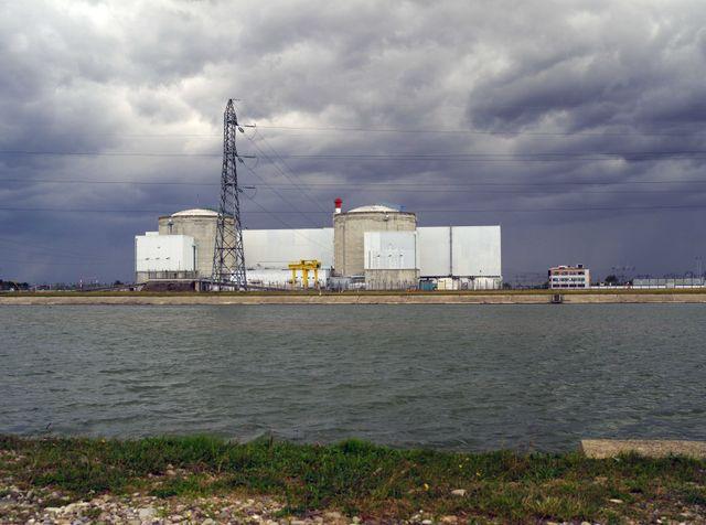 La centrale nucléaire de Fessenheim inquiète et irrite l'Allemagne