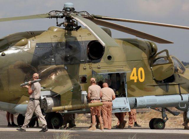 Hélicoptère russe sur une base syrienne