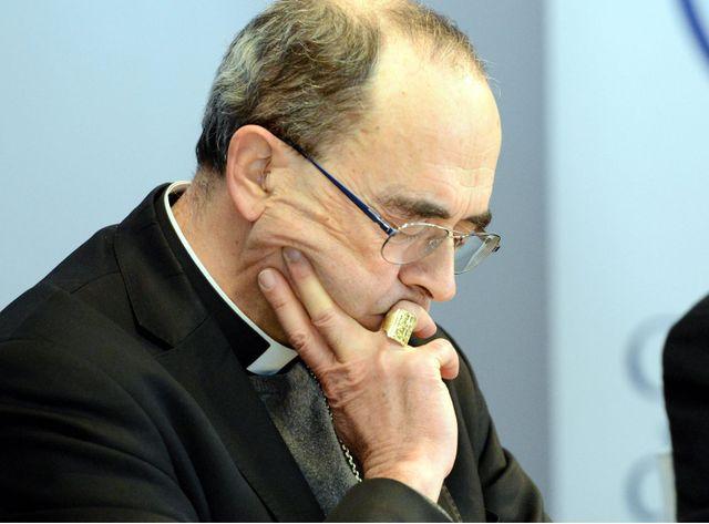 Mgr Barbarin lors de la conférence de presse en marge de la conférence des évêques à Lourdes