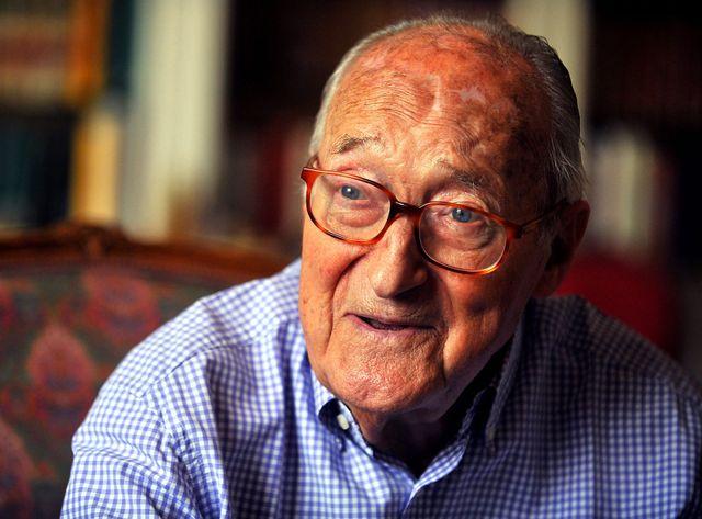 Alain Decaux, écrivain, ancien ministre de la francophonie est décédé à 91 ans.
