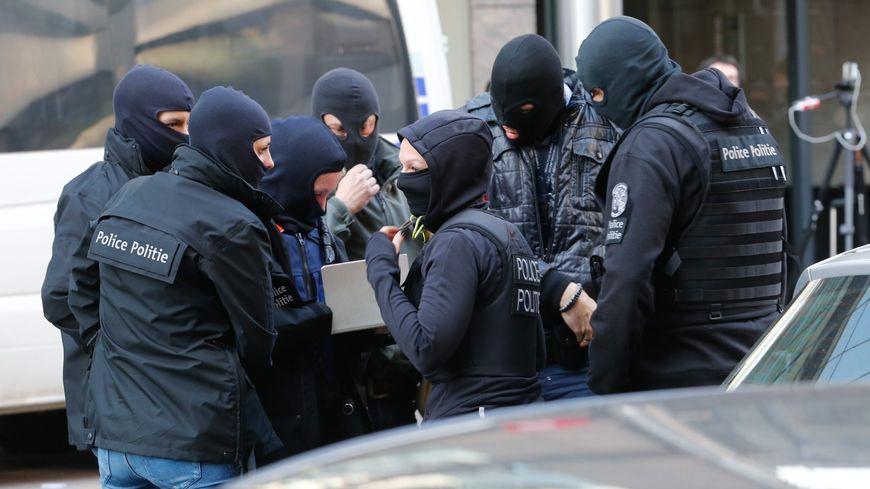 Les enquêteurs belges à la station de métro Maelbeek