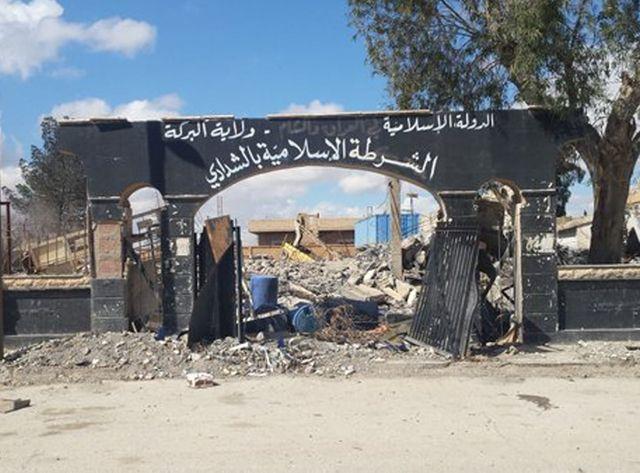 Le commissariat de police de Chaddadeh pulvérisé par une frappe de la coalition internationale.