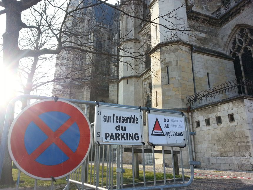 Il est interdit de se garer autour de la Cathédrale