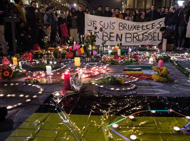Le 22 mars, rassemblement à Bruxelles place de la Bourse, en hommage aux victimes des attentats survenus le matin dans la ville