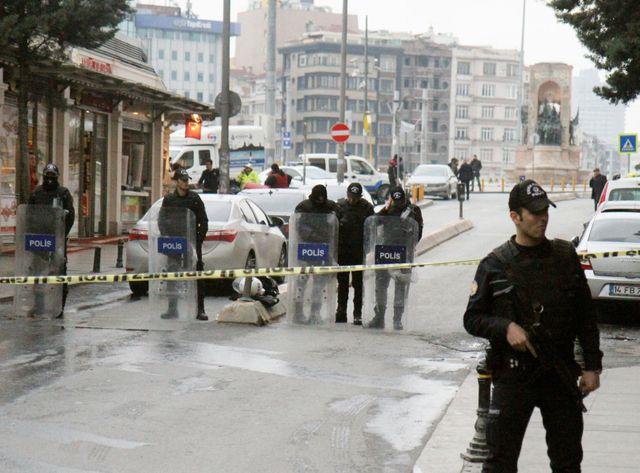 L'homme s'est fait exploser dans un quartier touristique de la ville.