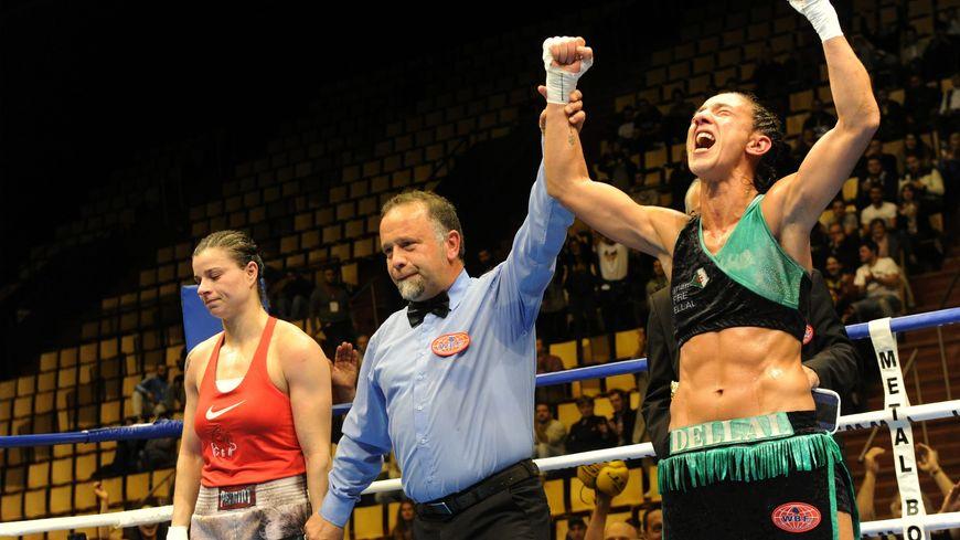Myriam Dellal sacrée championne du monde de boxe WBF à Clermont-Ferrand