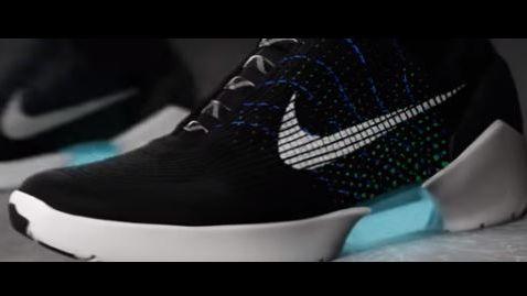 84e0ef1a8dcb Nike lance la première basket qui se lace toute seule