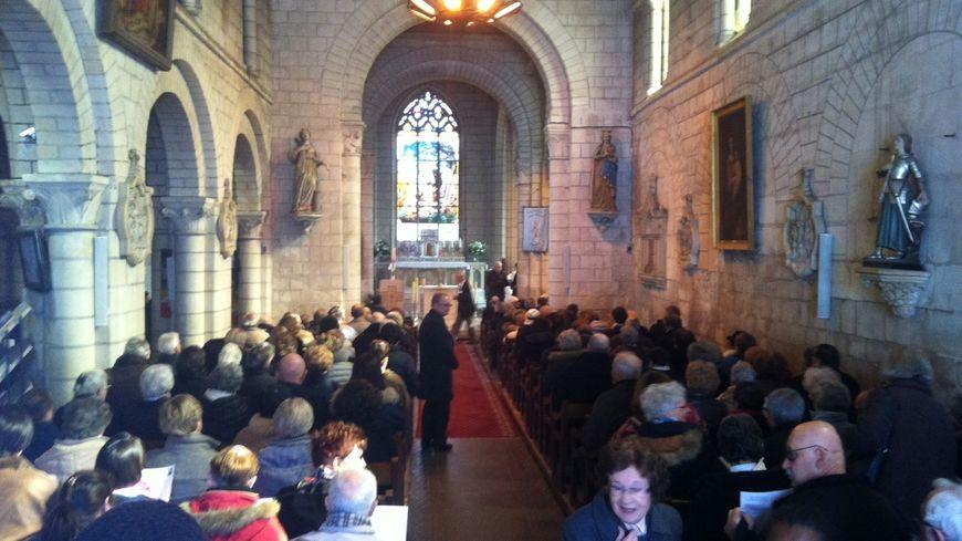 600 personnes ont pris place dans l'église Saint Gilles