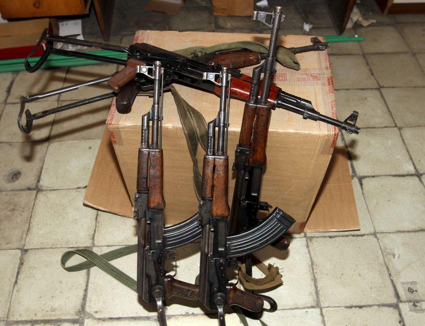 Armes à feu saisies par la police albanaise, 28 novembre 2015