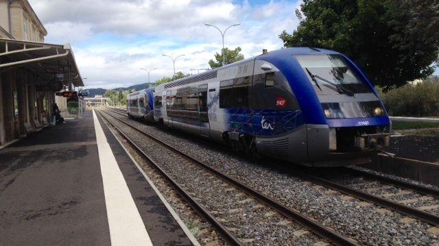 L'Aubrac marque l'arrêt en gare d'Issoire