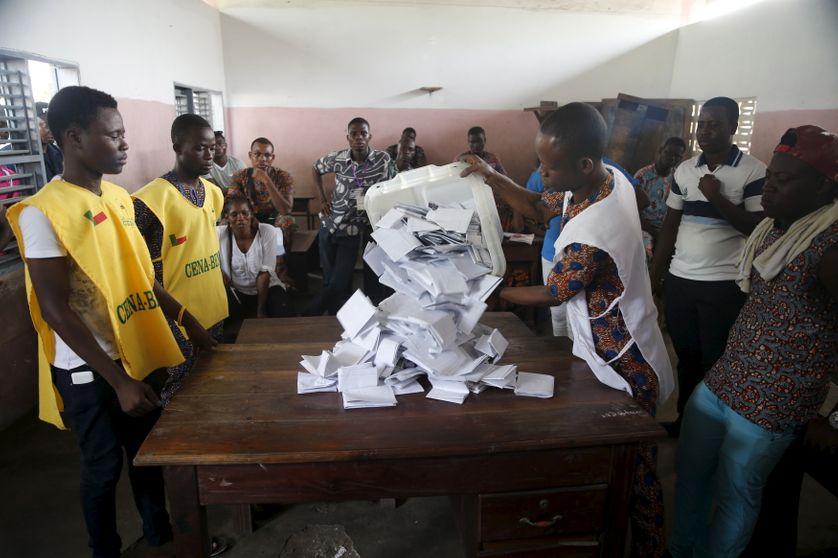Dépouillement de l'élection présidentielle à Cotonou au Bénin le 6 mars 2016