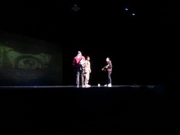 Acteurs de la pièce Djihad sur scène