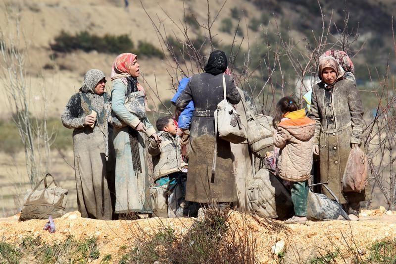 Réfugiés syriens attendant à la frontière avec la Turquie (7 février 2016)