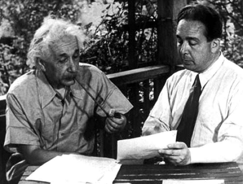 Albert Einstein et Léo Szilard écrivant leur lettre à Rossevelt, le 2 août 1939.