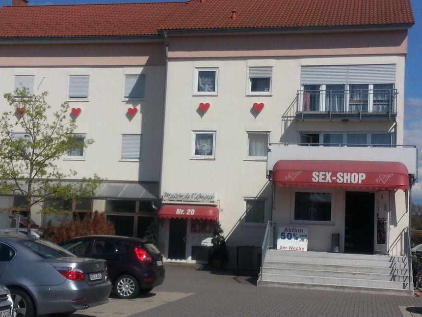 REPORTAGE - Derrière la porte d\'une maison close en Allemagne