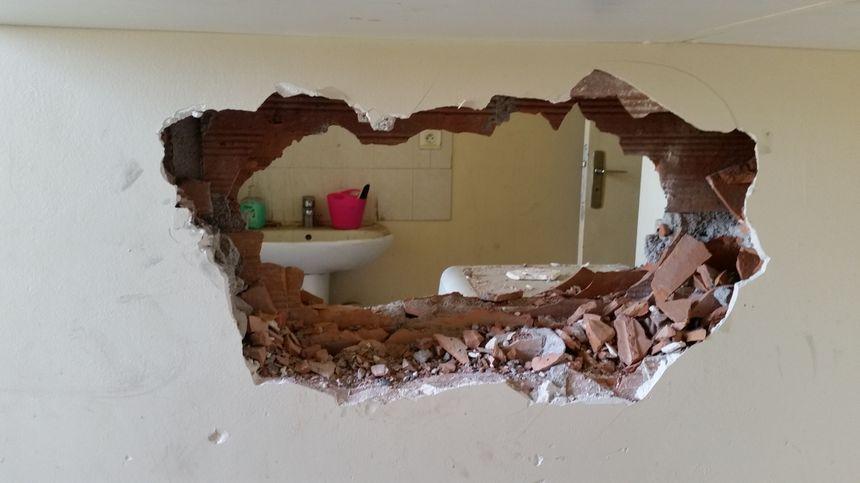 Voilà le mur qui a volé en éclats pour sauver un garçon de 11 ans