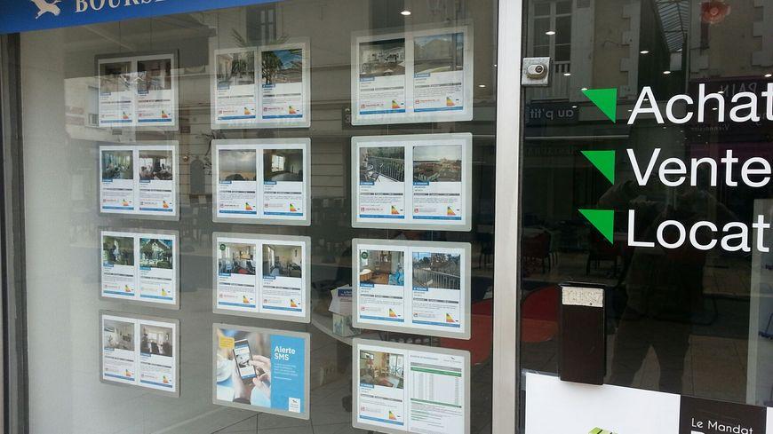 Une des quarante agences immobilières d'Arcachon