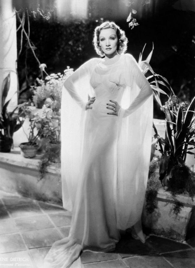 L'actrice et chanteuse Marlène Dietrich, autour de 1945