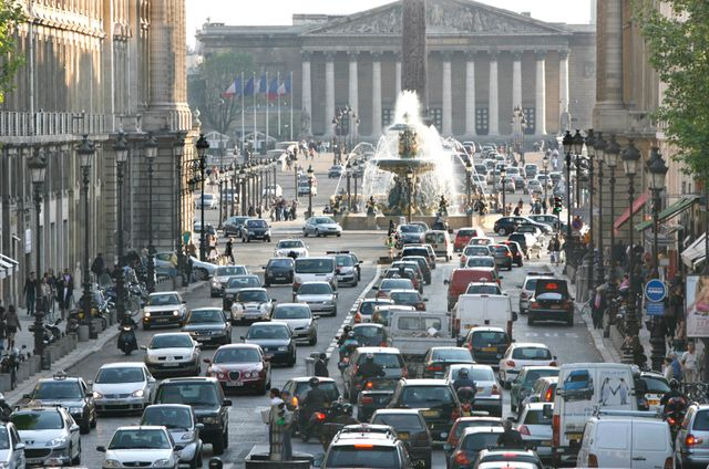 Haut degré de pollution de l'air à l'heure de pointe place de la Concorde à Paris