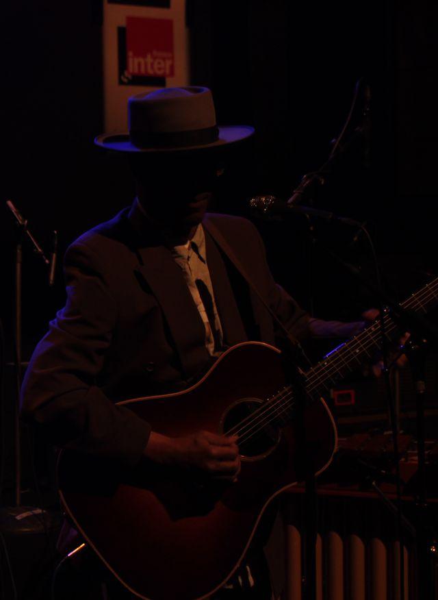 Eric Bibb reprend Bourgeois Blues, de Leadbelly