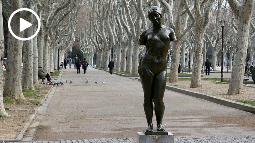 """""""L'été sans bras"""", exposée à Perpignan."""