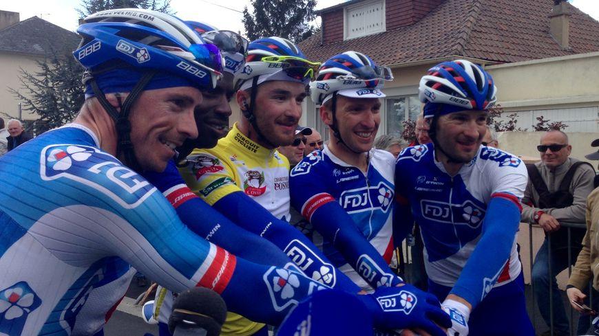 Marc Fournier et ses coéquipiers de la FDJ, après la ligne d'arrivée
