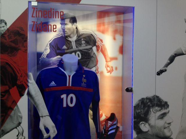 Le maillot porté par Zidane pendant l'Euro 2000 est exposé