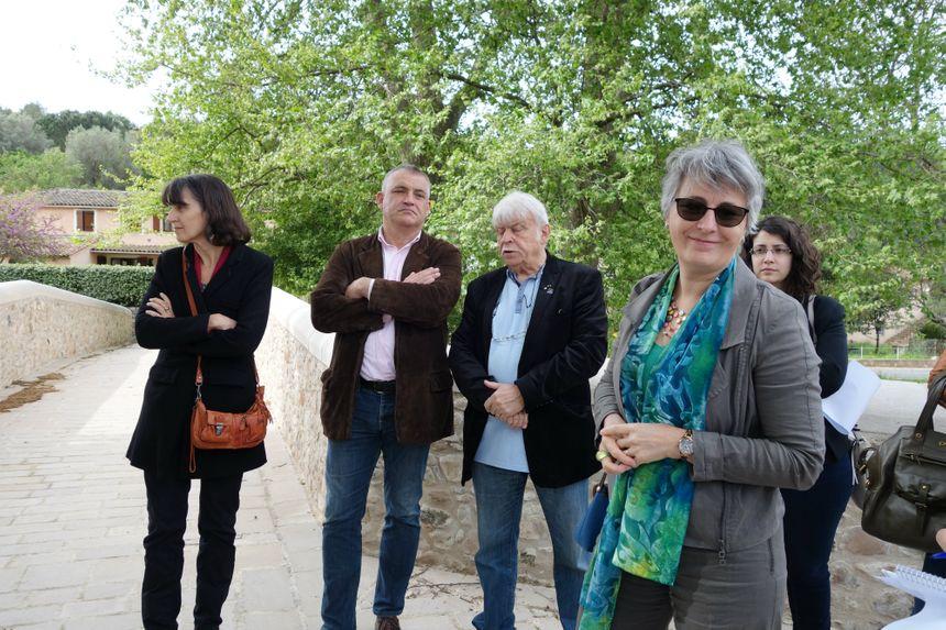 Guilaine Debras, maire de Biot, fait faire la visite des travaux