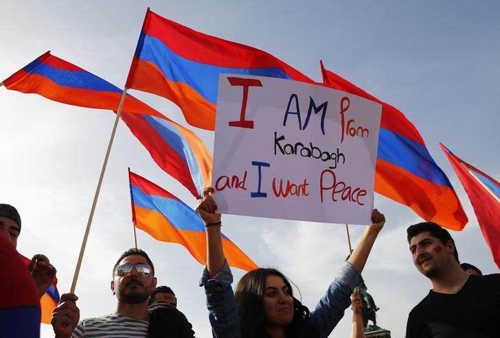 Manifestants pour la paix au Haut-Karabakh