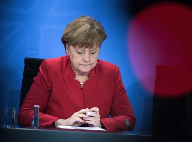 """Angela Merkel présidant une conférence fédérale sur le thème """"Asile et réfugiés politiques"""""""