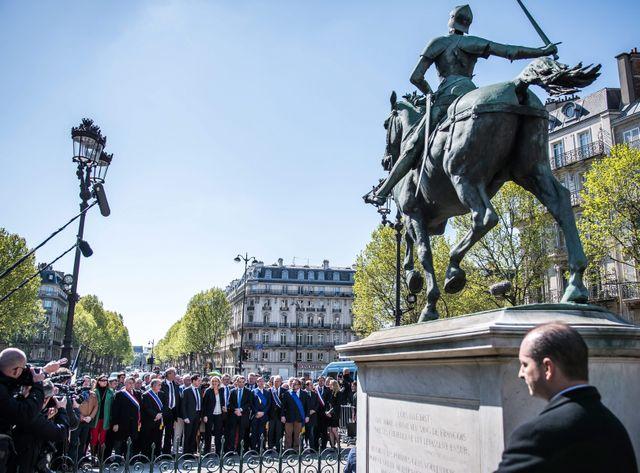 Dépôt de gerbe par la présidente du FN place Saint Augustin à Paris