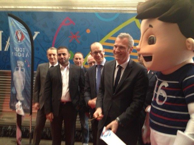 Les représentants officiels inaugurent le Train de l'Euro