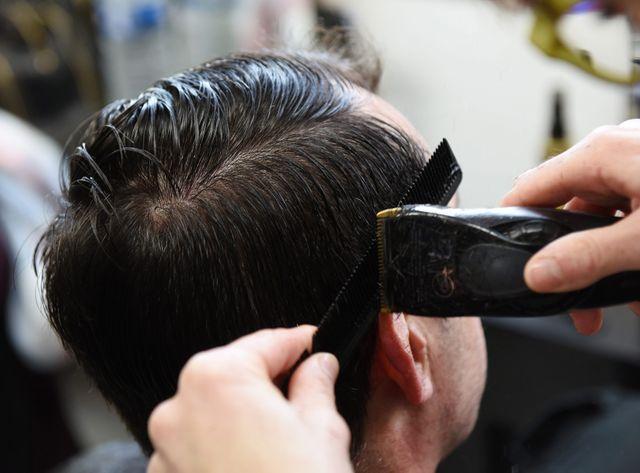 Les salons de coiffure, un lieu réputé pour employer régulièrement des personnes homosexuelles, selon le Conseil des prudhommes.