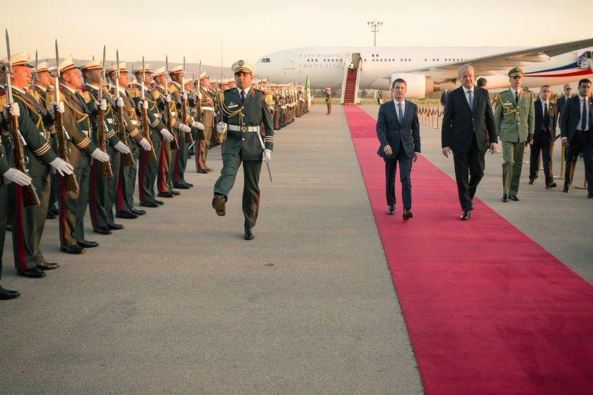 Manuel Valls à son arrivée à Alger avec Abdelmalek Sellal, premier ministre